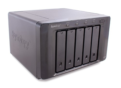 246409-synology-nas-ds1511-angle