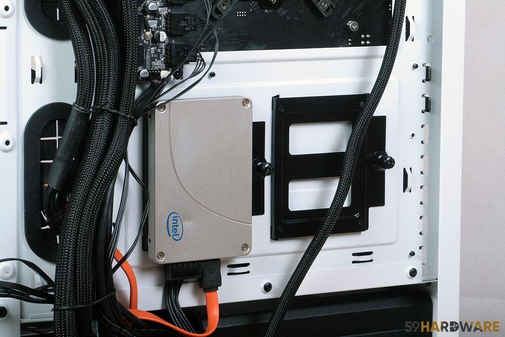 Corsair iCUE 465X RGB disque dur